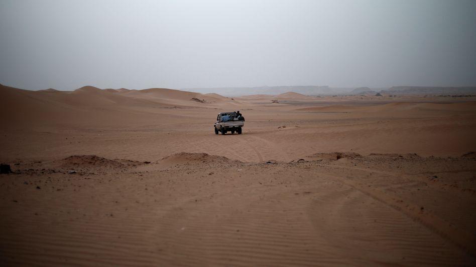 Ein Geländewagen mit Migranten im Südwesten Libyens: Auf der Flucht zur afrikanischen Mittelmeerküste sterben Tausende Menschen aus West- und Ostafrika