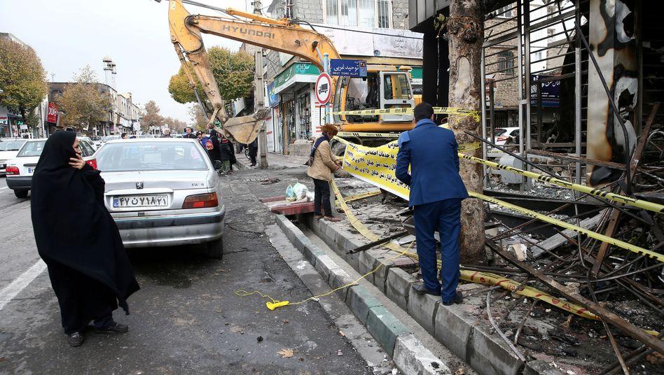 Ausgebrannte Bank in Teheran: Demonstranten sollen Hunderte öffentliche Gebäude in Brand gesteckt haben