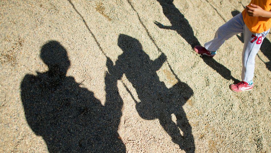 Kind auf der Schaukel: In einer Kita soll es zum Missbrauch gekommen sein (Symbolbild)