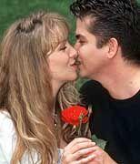 Liebe: Entsteht noch immer durch den Austausch von Blicken, nicht von Kilobytes