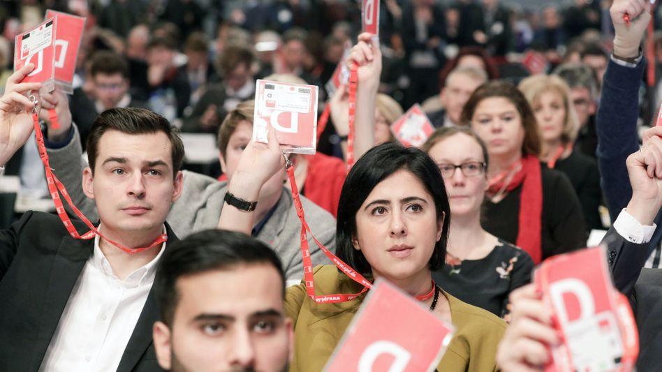 Delegierte beim SPD-Sonderparteitag in Bonn