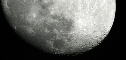 Kraterlandschaft: Der Mond lockt auch deutsche Politiker