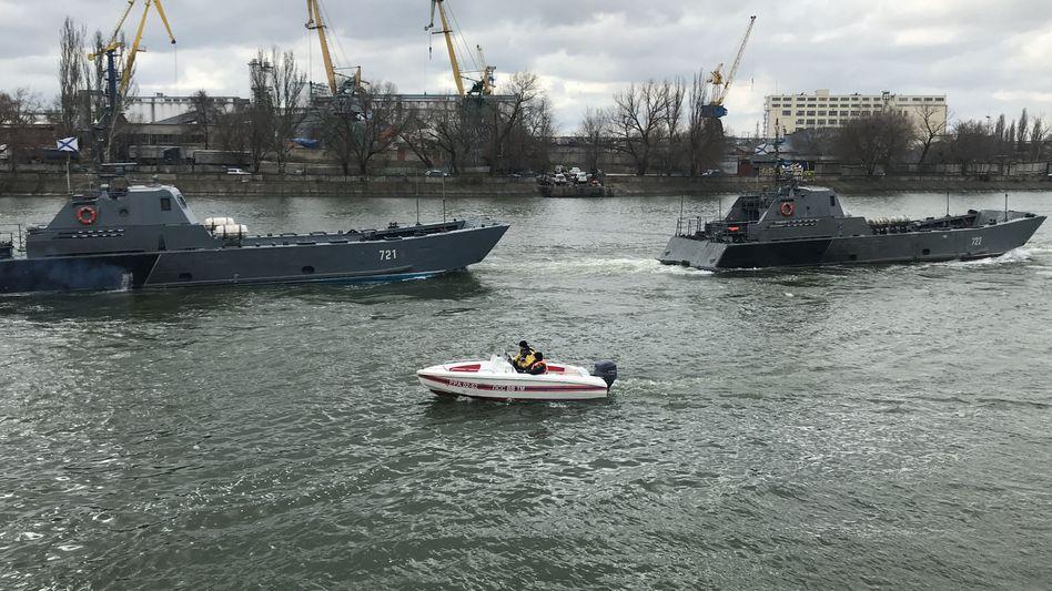 Russische Kriegsschiffe auf dem Weg zum Schwarzen Meer