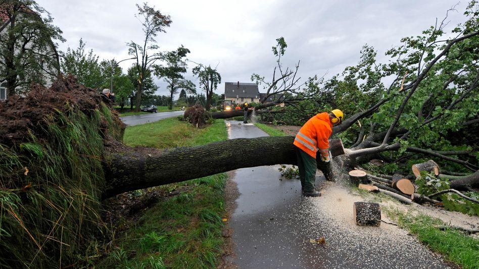 Katastrophenalarm: Tornado und Regensturm legen Teile Deutschlands lahm