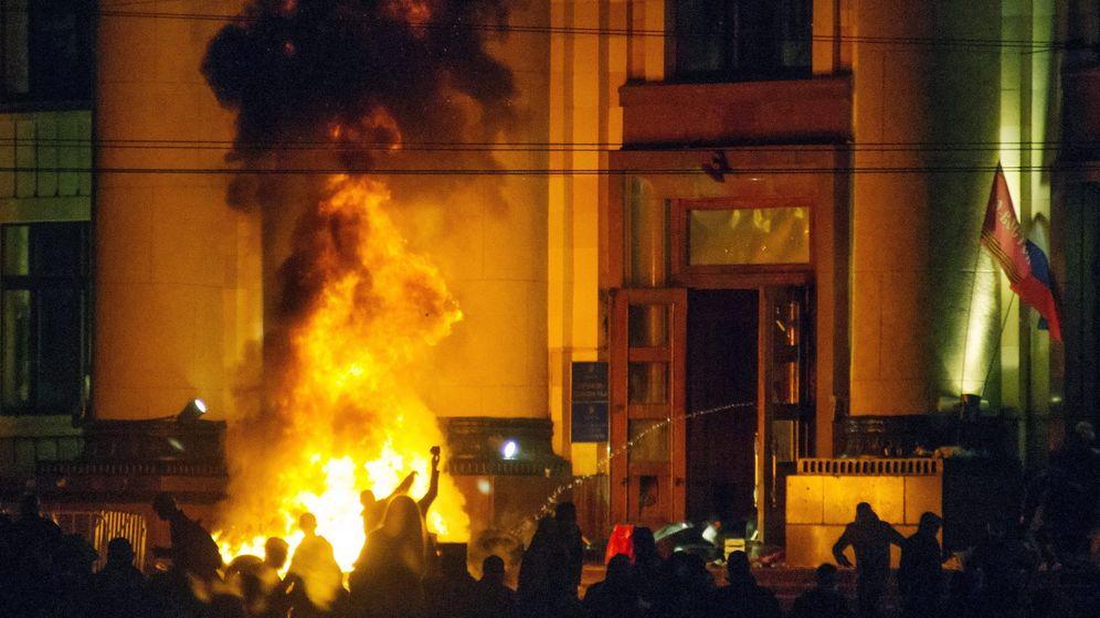 Photo Gallery: Pro-Russians in Eastern Ukraine