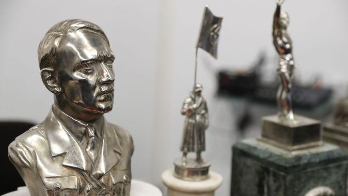 Nazi-Fund in Argentinien: Hitler-Büste und Hakenkreuz-Sanduhr
