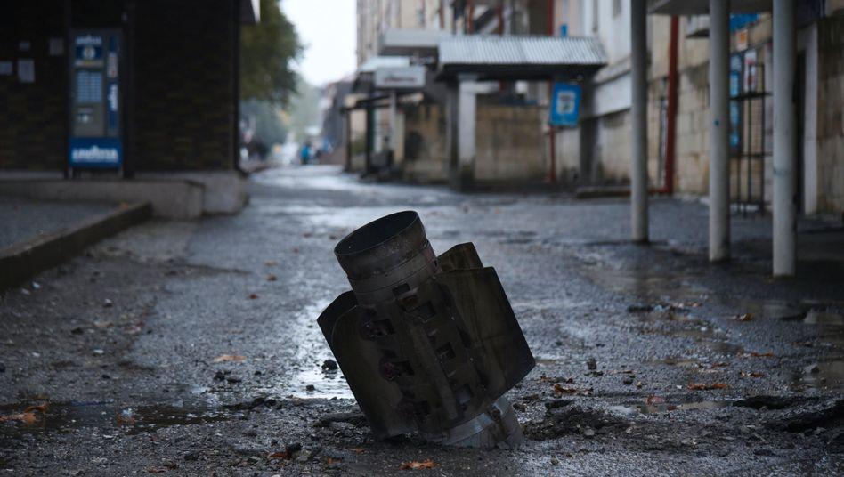 Raketenkörper in Stepanakert: Seit Jahrzehnten kämpfen Armenien und Aserbaidschan um die Region Bergkarabach