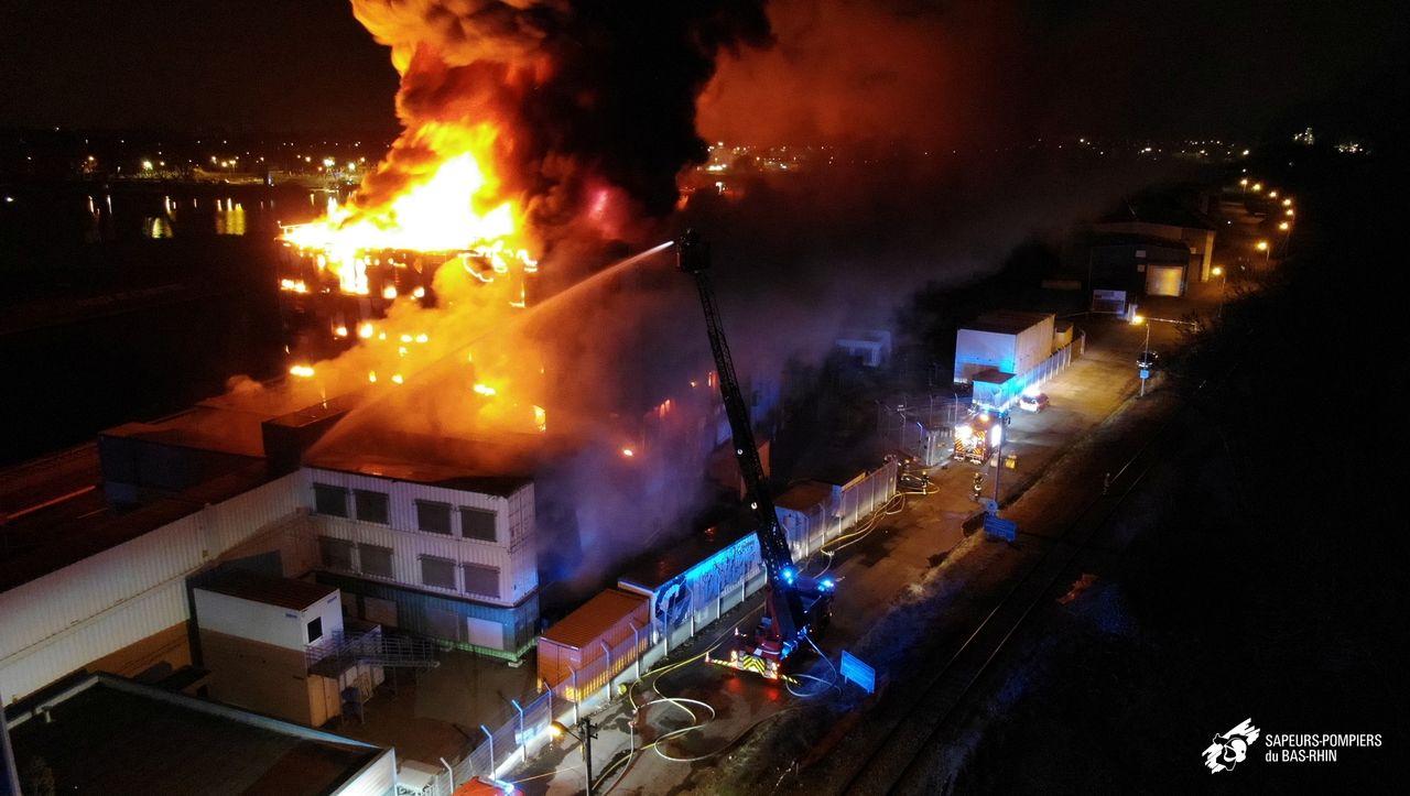 Feuer bei Cloud-Anbieter: Großbrand in Datenzentrum sorgt für Ausfall von Websites - DER SPIEGEL