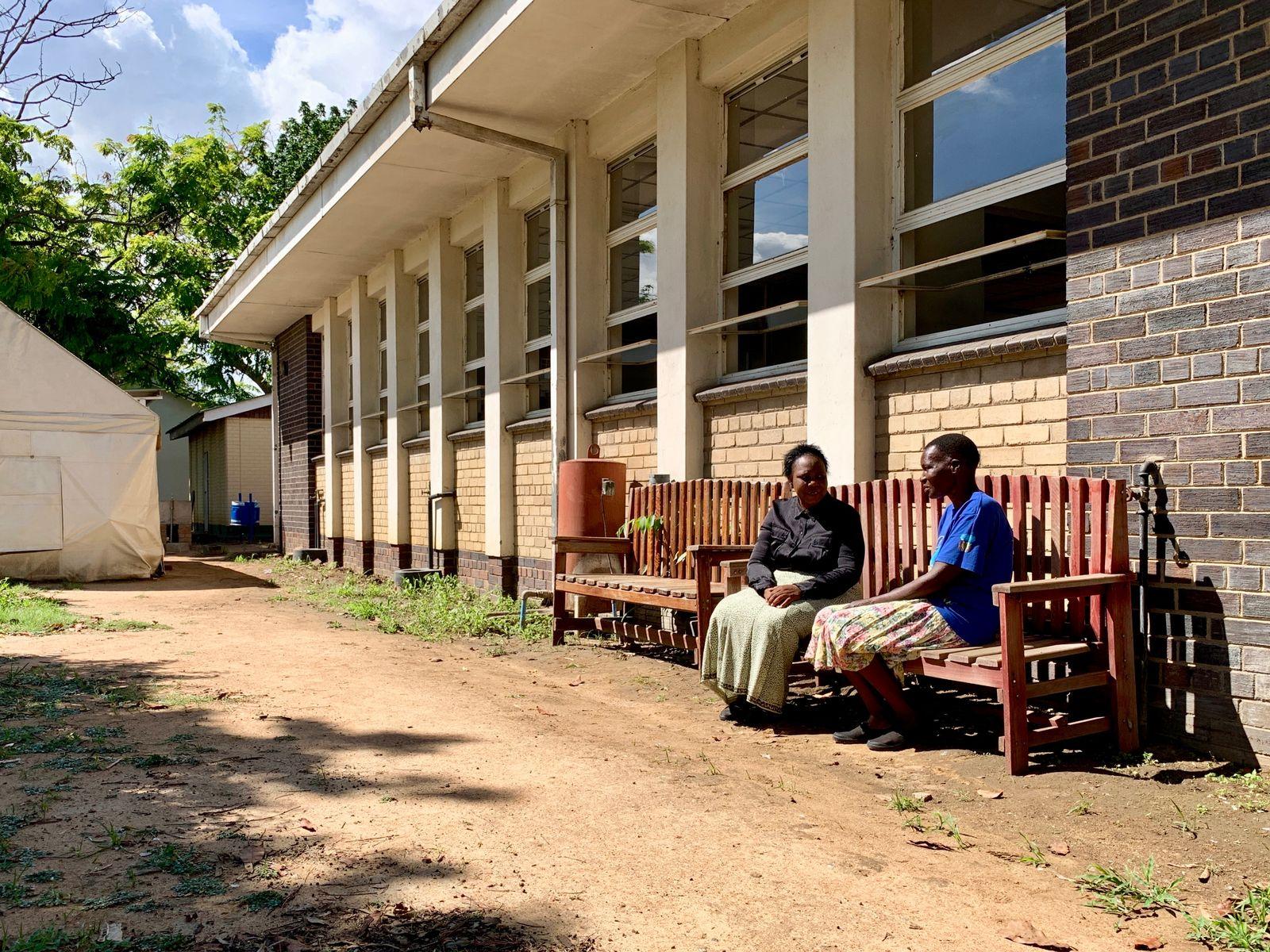 EINMALIGE VERWENDUNG Simbabwe/ Harare/ Freundschaftsbank/ Therapie