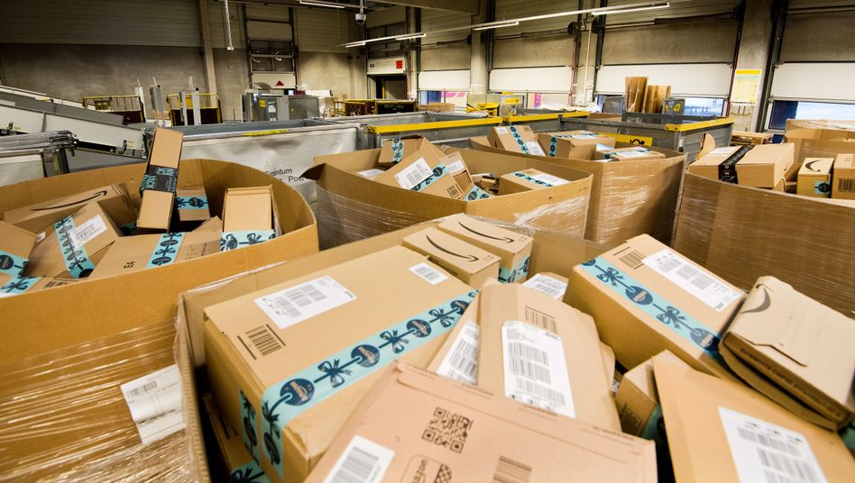 Alles Retour: Amazon-Pakete in einem Logistikzentrum
