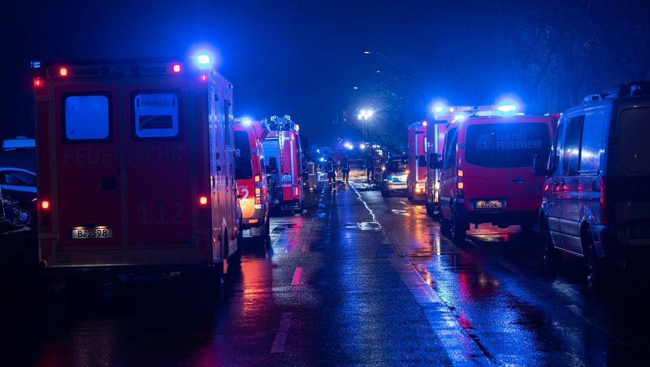 Einsatzkräfte am Unfallort am Treptower Park