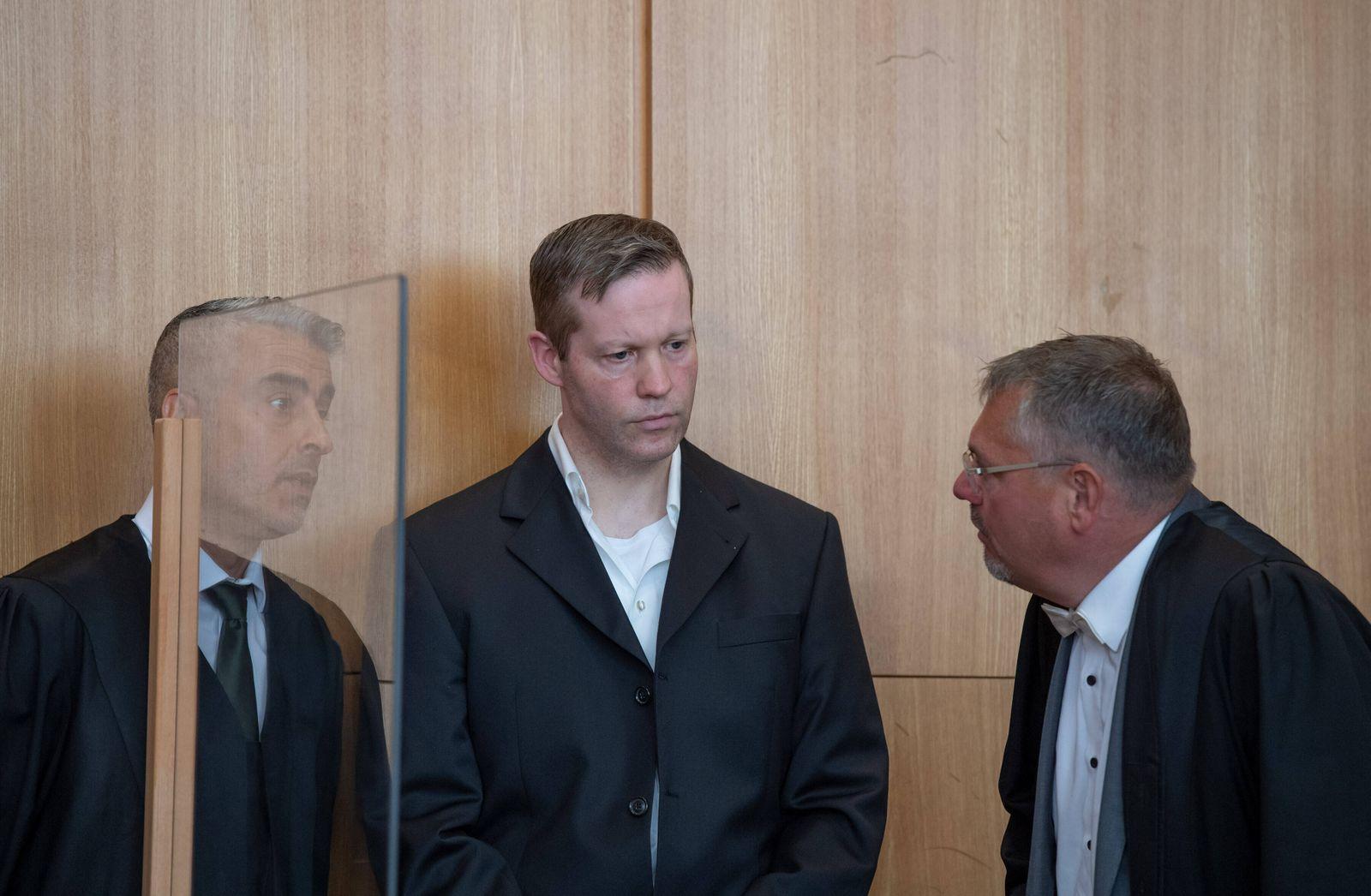 27.07.2020, xblx, deloka, emonline, delahe, Prozess: Tod von Dr. Walter Luebcke, Stephan Ernst mit seinen Verteidigern