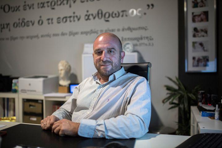 """Manos Logothetis, 42, in seinem Büro auf Samos: """"Nichts ist mehr selbstverständlich."""""""