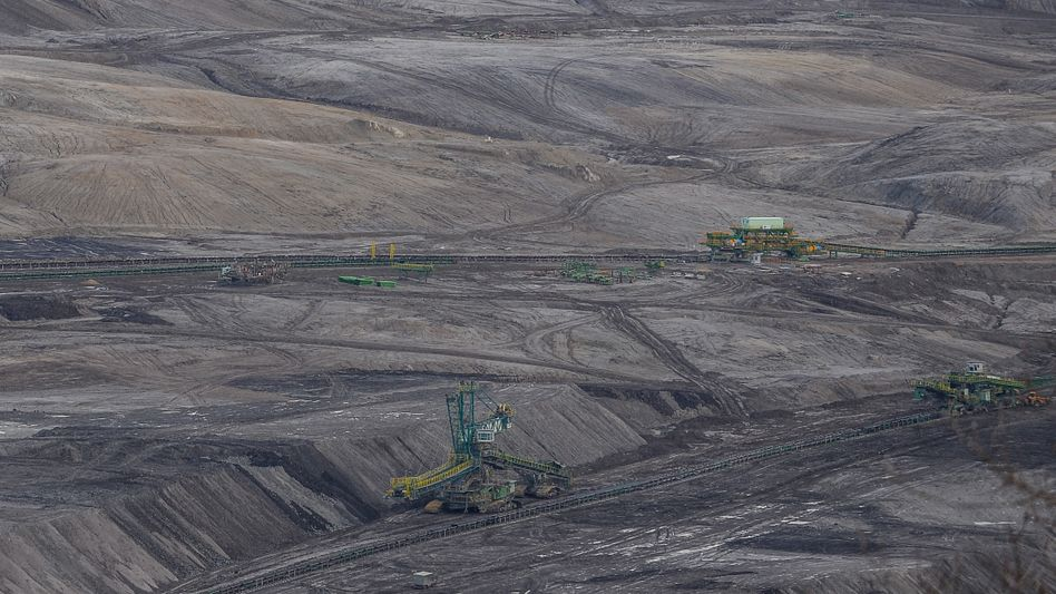 Braunkohle-Tagebau in der polnischen Gemeinde Bogatynia an der Grenze zu Tschechien