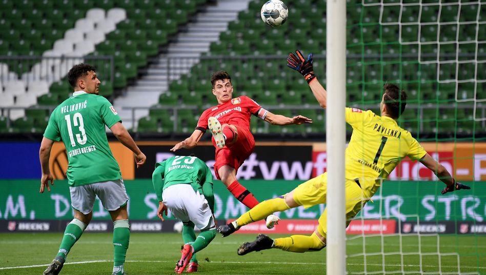 Leverkusens Kai Havertz trifft in Bremen per Kopf zur Führung