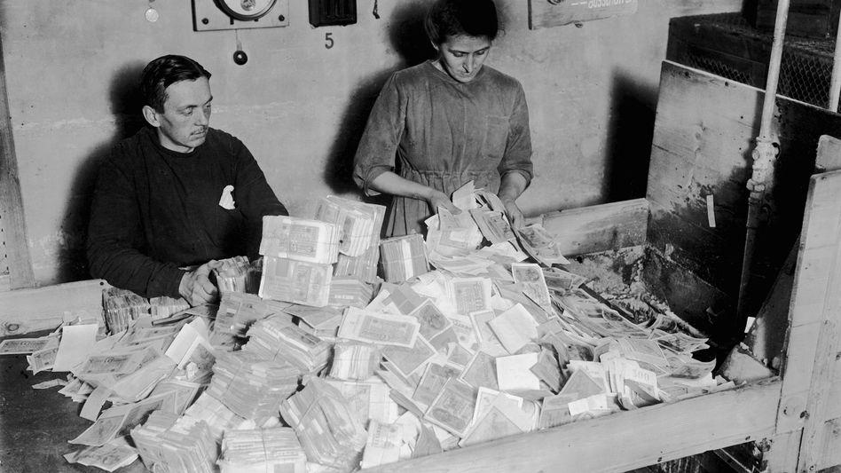 Vernichtung von Papiergeld im Januar 1924: »Die Hyperinflation hat die deutsche Gesellschaft tatsächlich ein bisschen gleicher gemacht«