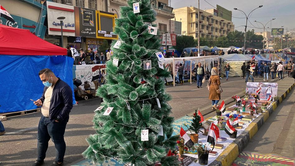 Trauriger Weihnachtsschmuck: An diesem Baum hängen Bilder von regierungskritischen Demonstranten, die während Zusammenstößen mit Sicherheitskräften gestorben sind