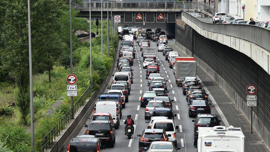 Stau in Berlin: Im Sommer 2020 erreichte der Verkehr in Deutschland beinahe wieder sein Vorkrisenniveau