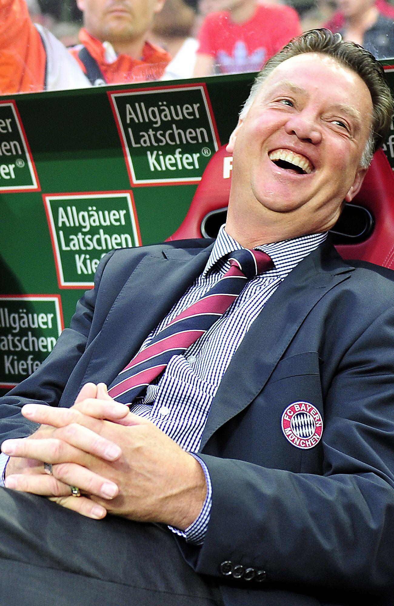 NICHT VERWENDEN van Gaal lacht