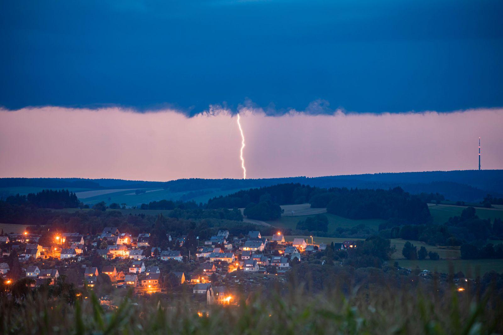 News Bilder des Tages 200818 Gewitter. Blitzgewitter am Abend im Erzgebirge Potz Blitz! Einige Gewitter zogen am heutige