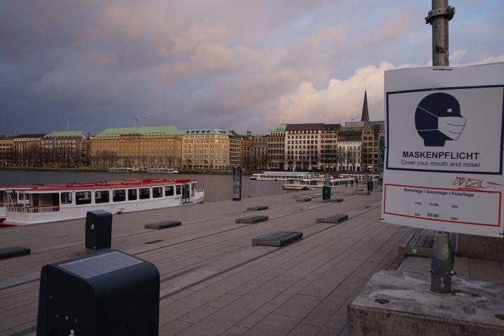 Jungfernstieg kurz vor 20 Uhr: Keine Menschen weit und breit
