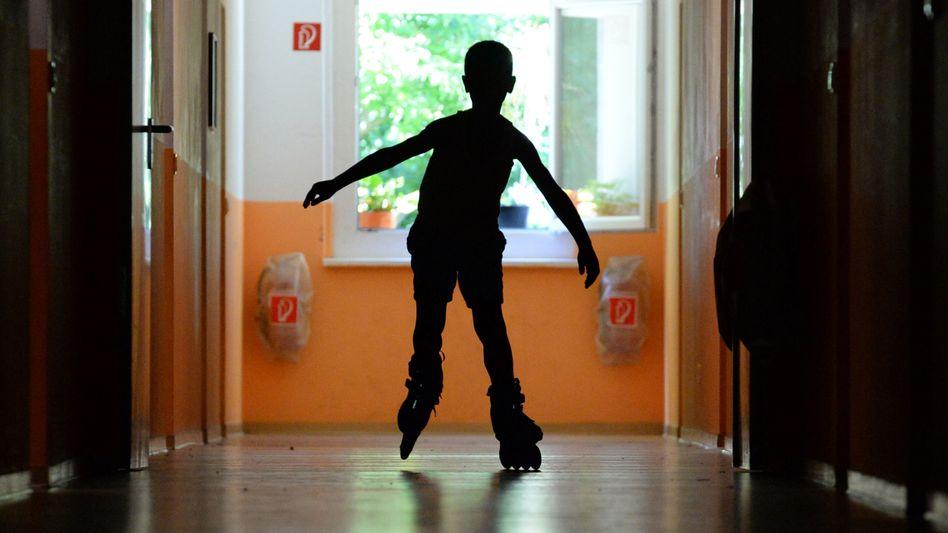 Junge in Kinderheim
