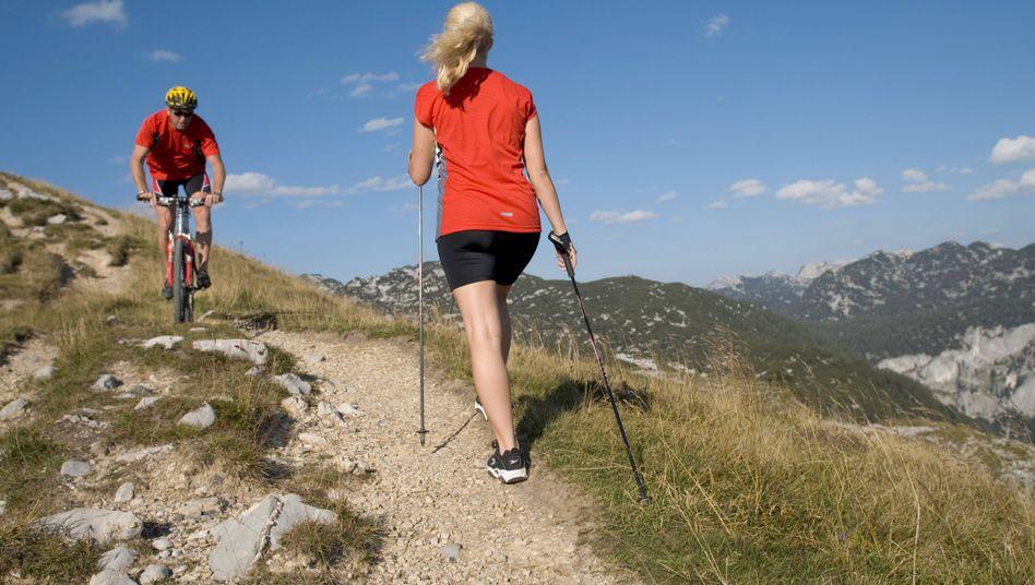 Nordicwalker und Mountainbiker