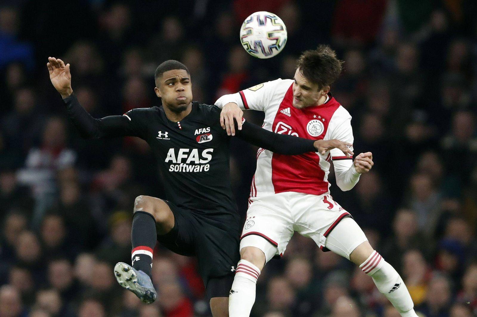 Sport Bilder des Tages (l-r) Myron Boadu of AZ Alkmaar, Nico Tagliafico of Ajax during the Dutch Eredivisie match betwee