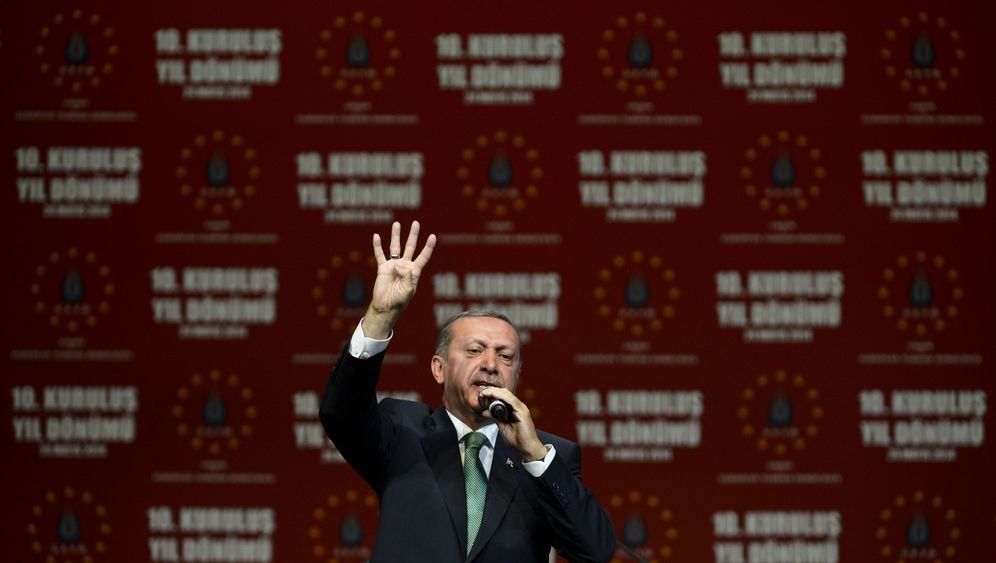 Erdogan in Köln: Frenetischer Jubel, wütender Protest