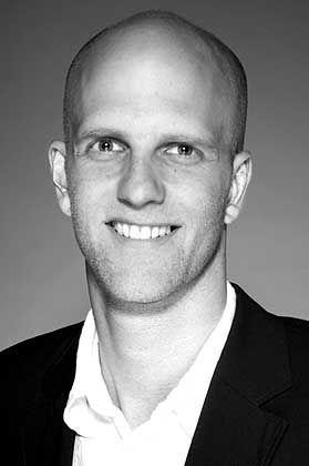 """Volker H. Davids hat an der Universität Bielefeld Soziologie studiert. Seine Diplomarbeit trägt den Titel """"Wandel der Darstellung von Wissenschaft in James-Bond-Filmen"""". Jetzt bereitet er seine Promotion vor - über Wissenschaft im Spielfilm."""
