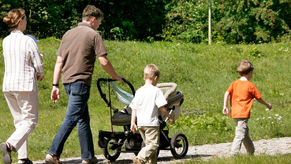Familie beim Ausflug: Bis zu 866 Euro mehr für Besserverdiener