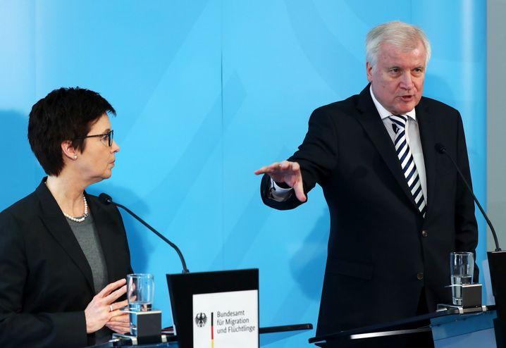 """Behördenchefin Cordt, Minister Seehofer: """"Hier wird hervorragende Arbeit geleistet"""""""