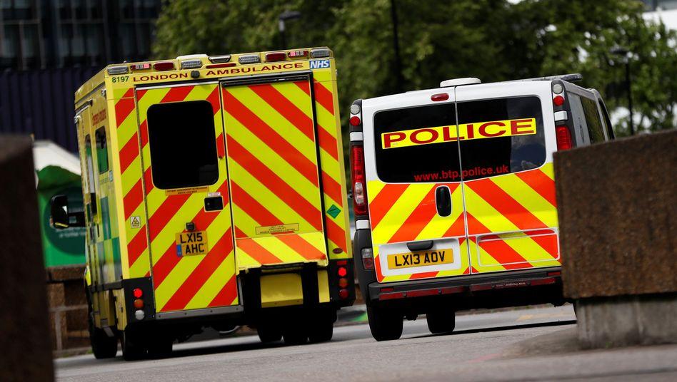Rettungs- und Polizeiwagen in London (Symbolbild)