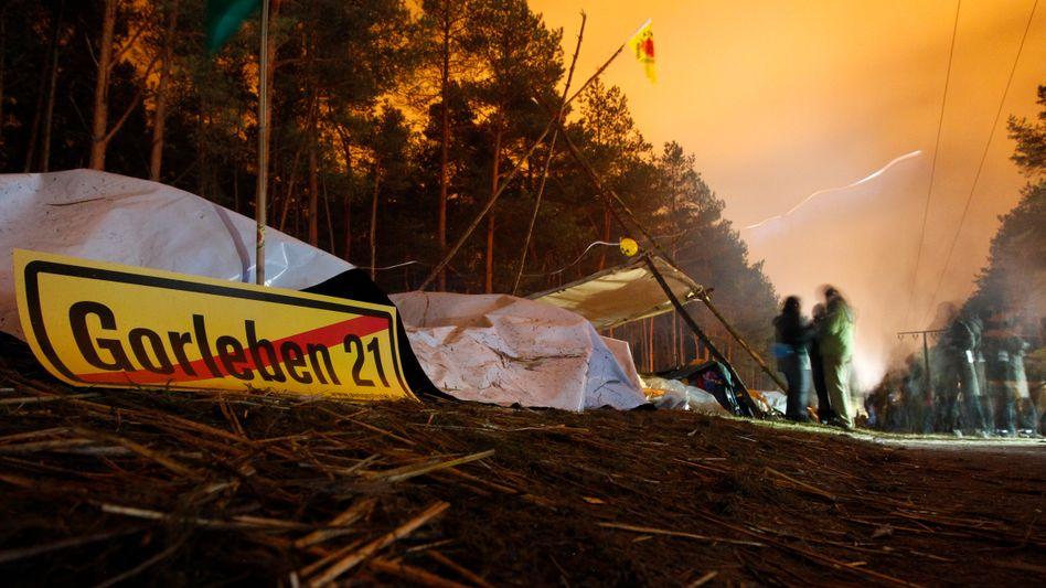 Anti-Gorleben-Plakat bei Castor-Protest: Klappt es doch noch mit dem Endlagersuchgesetz?
