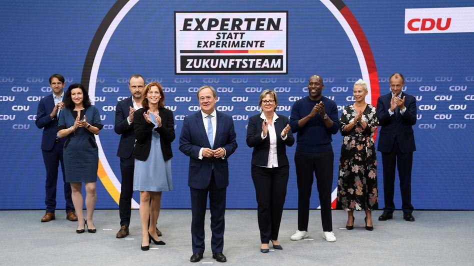 Unionskanzlerkandidat Armin Laschet (M.) und sein »Zukunftsteam«