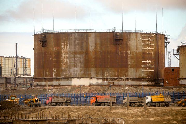 Defekter Dieseltank am Heizktraftwerk von Norilsk