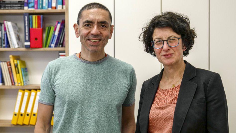 Biontech-Vorstandsvorsitzender Uğur Şahin mit Medizinvorstand und Ehefrau Özlem Türeci