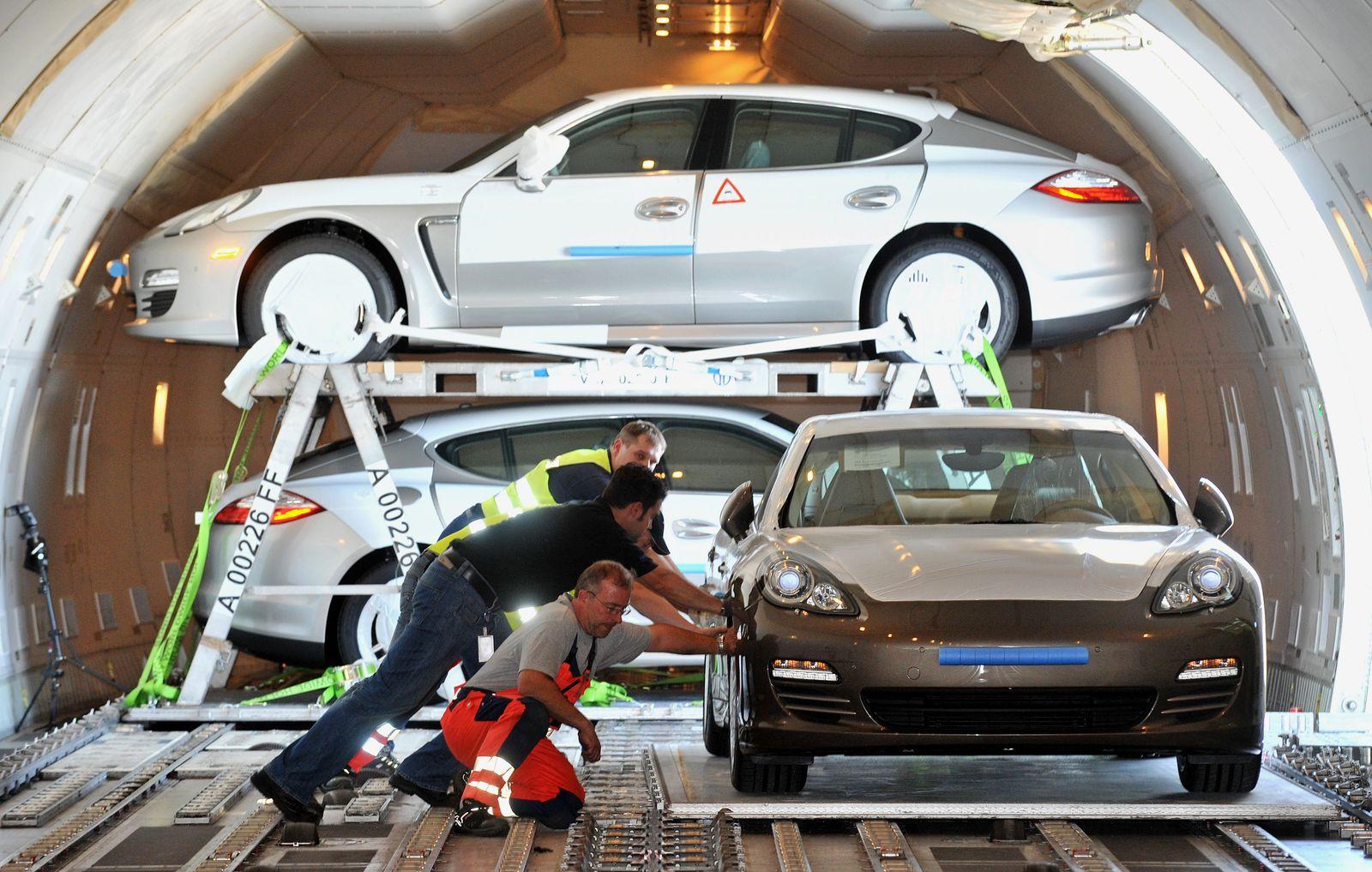 Verladung Porsche Panamera Flughafen Leipzig