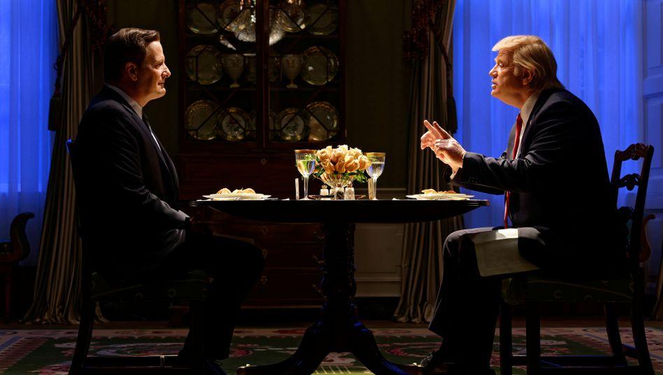 """Ungemütliches Dinner: Jeff Daniels und Brendan Gleeson in """"The Comey Rule"""""""