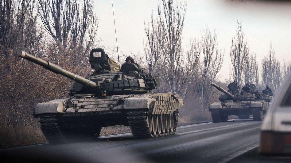 Panzer auf dem Weg nach Donezk (Archivaufnahme): Schwerste Kämpfe seit Langem