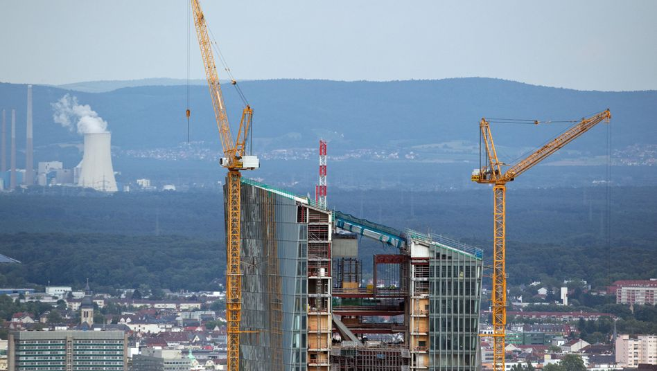 Rebuilding the ECB: The bank's new headquarters are under construction in Frankfurt.
