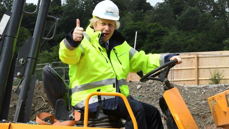 Britischer Premier Boris Johnson, hier in der Rolle des Baumeisters (30. Juni 2020)