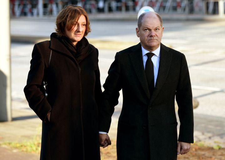 Olaf Scholz und seine Frau Britta Ernst unterwegs zu einem Staatsakt in Hamburg 2015