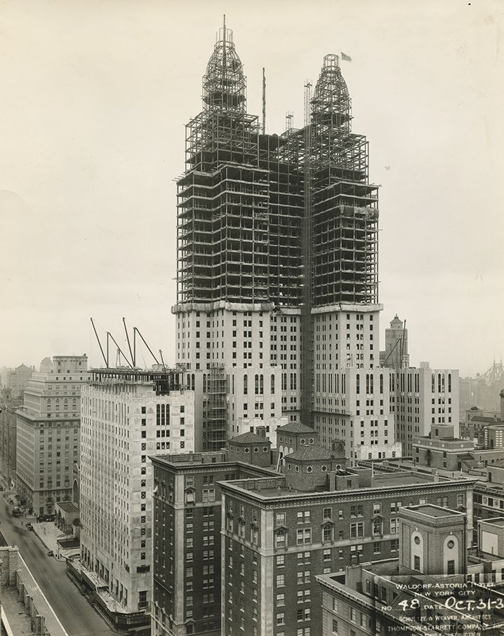 Fase di costruzione della Waldorf Astoria (foto del 1930)