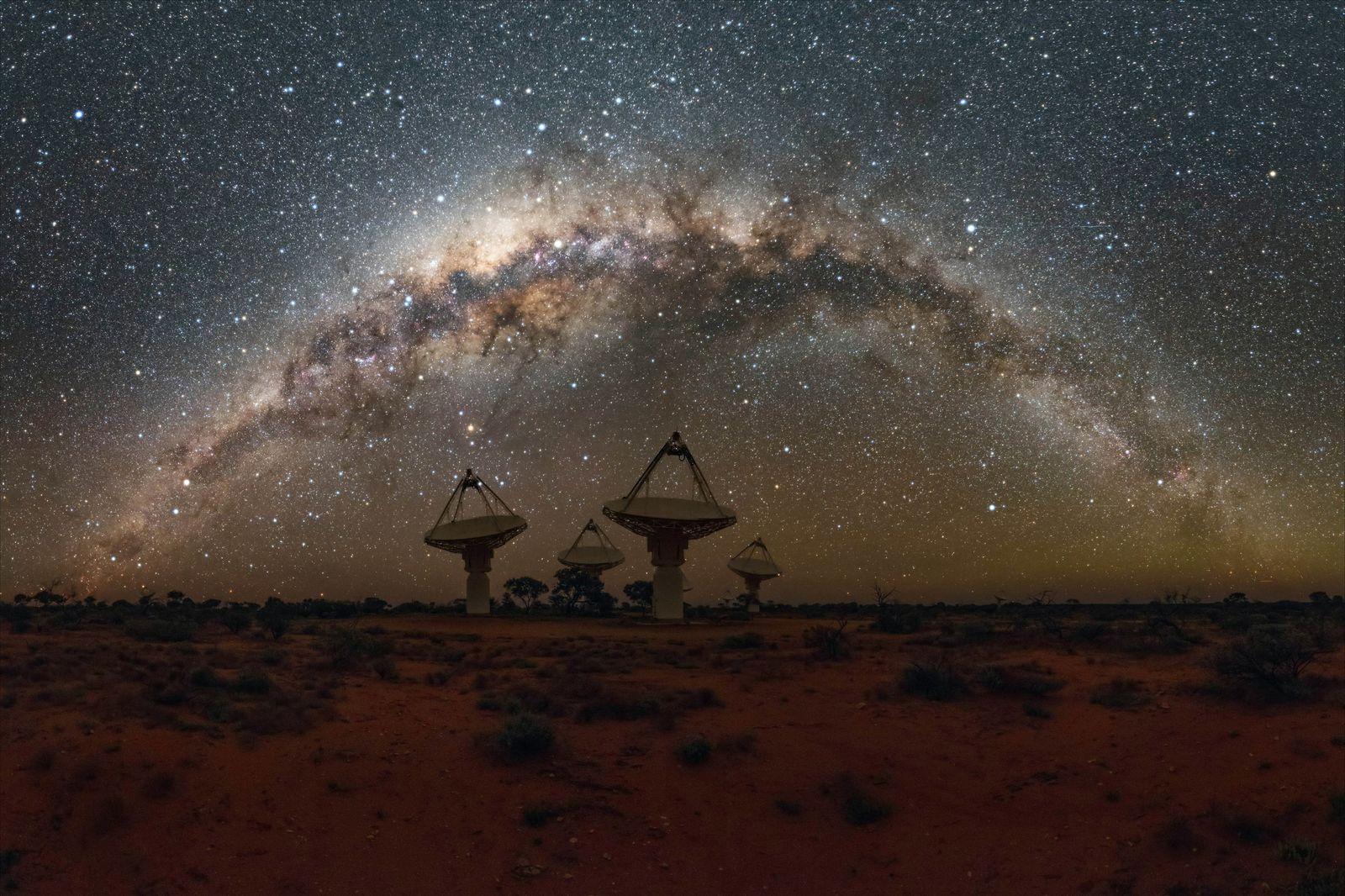 EINMALIGE VERWENDUNG Radioblitze/ Radio-Astronomie/ ASKAP-Radioteleskop-Array/ CSIRO/ Perth