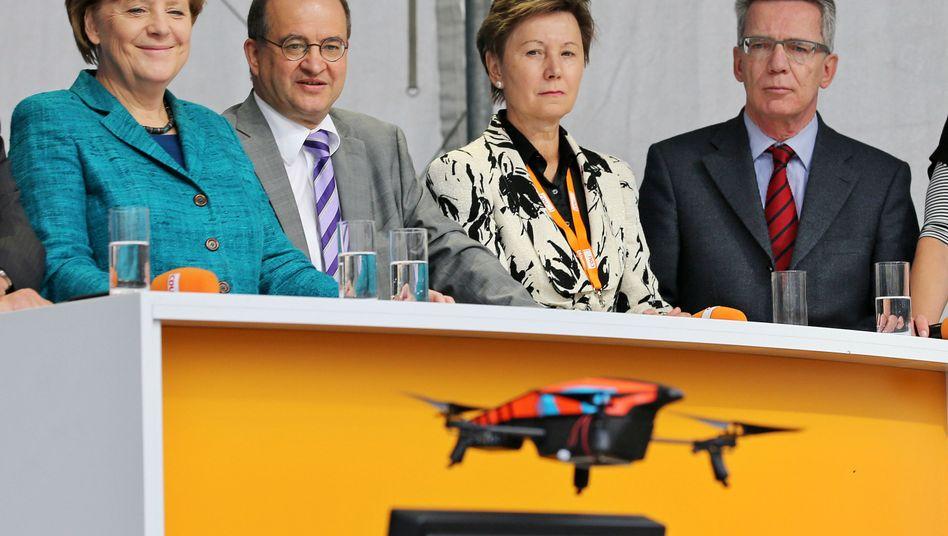 Zwischenfallin Dresden: Piratenlassen Drohnebei Merkel-Auftritt kreisen