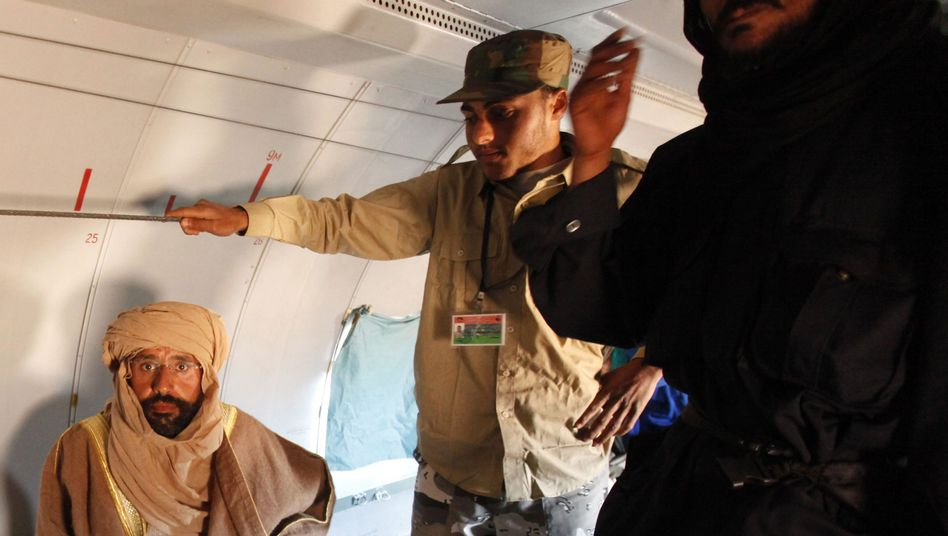 Saif al-Islam al-Gaddafi nach seiner Festnahme im November 2011: Prozess in Den Haag?