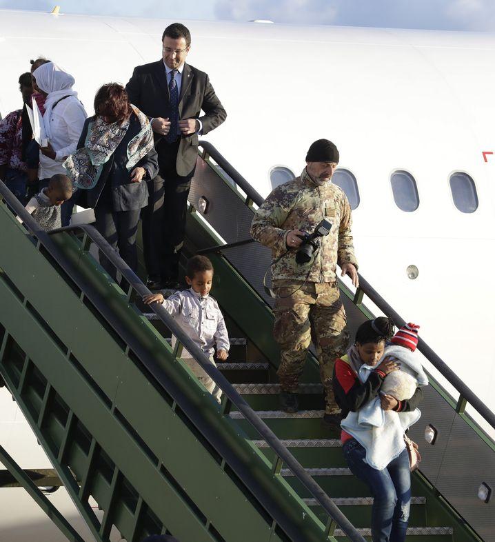 Flüchtlinge aus Libyen erreichen Italien
