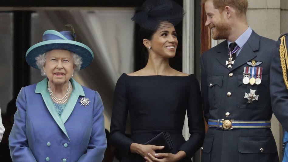 Queen Elizabeth II. 2018 mit Herzogin Meghan und Prinz Harry: Am Montag will die Familie reden