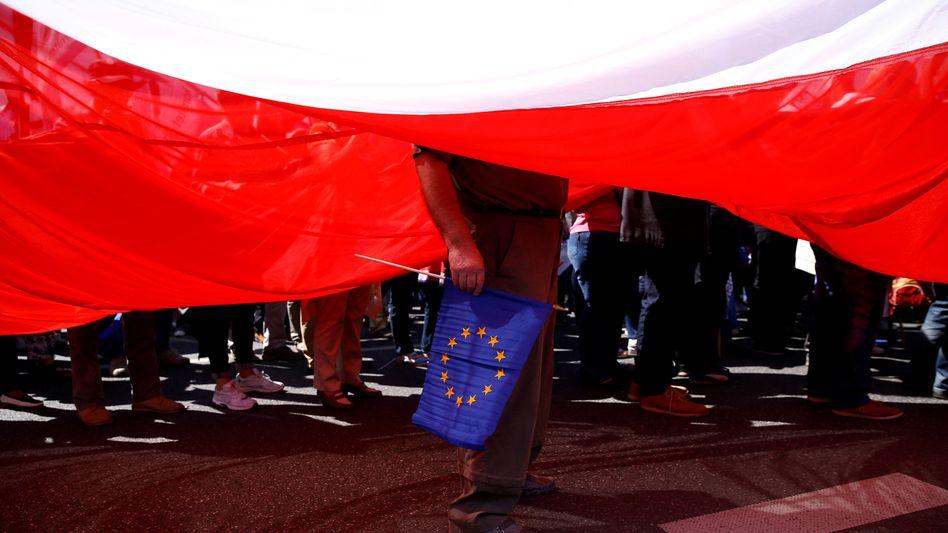 Polnischer EU-Bürger auf Anti-PiS-Demonstration in Warschau